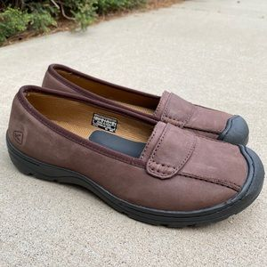 Keen NWOT brown leather slip-on flat shoes size 10